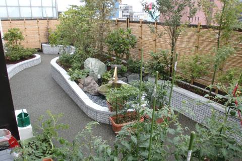 多目的ホール・憩いの庭を建設しました。