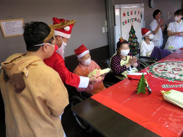 入院患者様とクリスマス会を行いました。
