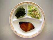 ぶりのてり焼き・ほうれん草のごま和え・野菜サラダ