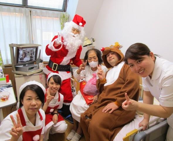 入院患者様とクリスマス会をおこないました。
