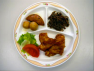 鶏のなべ照り・里芋とがんもの煮つけ・ぜんまい炒り煮